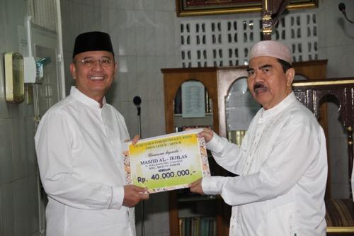 Hasil gambar untuk Walikota Medan subuh berjamaah