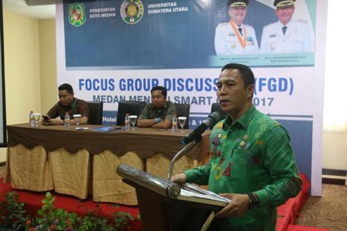 "Walikota Medan Membuka FGD ""Medan Menuju Smart City 2017"""