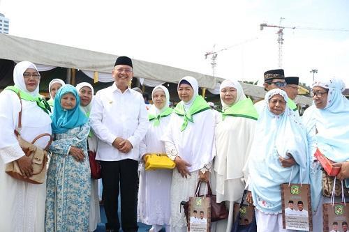 Wali Kota Lepas Keberangkatan dan Tepungtawari Calhaj Asal Medan