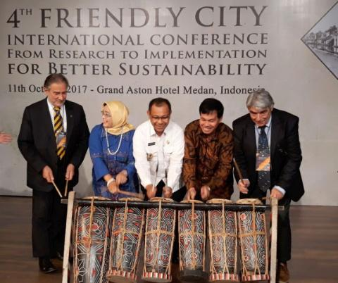 Wakil Walikota Medan membuka kegiatan Friendly City International Conference From Research  To Implementation For Better Sustainability yang diikuti 5 negara